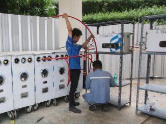 Petugas memasang instalasi Gaslink PGN di Gedung Kementerian BUMN, Jakarta. (Liputan 6)