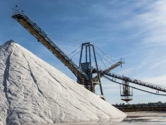 Salah satu area produksi garam industri di Spanyol.